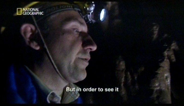 кадър от филм с пещерняк