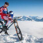 Макс Щокл - с велосипед по най-стръмната ски-писта в света (ВИДЕО)