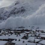Лавина помете френски ски курорт