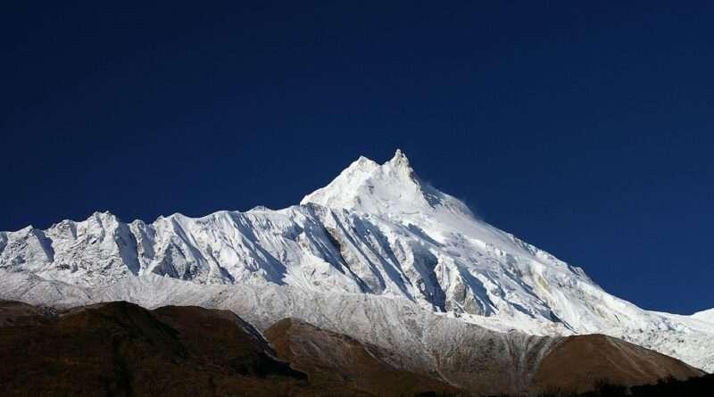връх Манаслу от базовия лагер