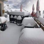 Сняг затрупа Алпите