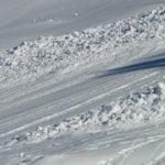 Лавини в Алпите: скиор оцеля по чудо в Австрия, спасиха шестима в Швейцария