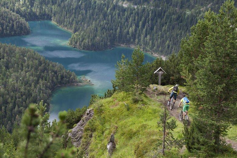 езерото блиндзий тирол австрия алпи