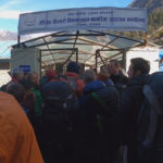 Стотици туристи и алпинисти остават блокирани в Непал. Има и българи (ВИДЕО)