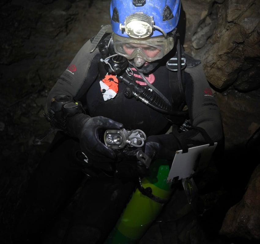 канада най-дълбка пещера