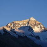 Рекорд на Еверест: 885 души на върха този сезон