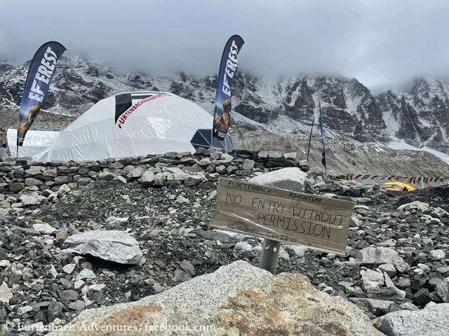 палатки в базовия лагер на еверест