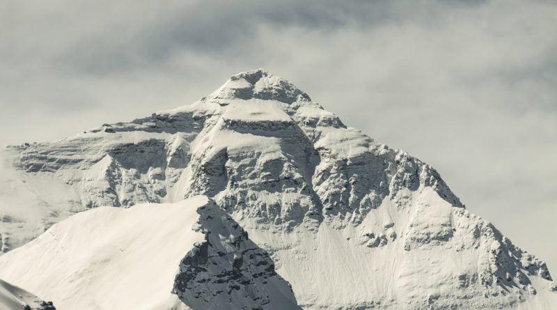 еверест сняг