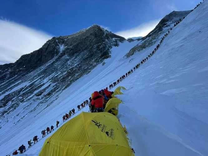 Върволица към Еверест