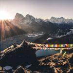 Непал затвори границите си заради коронавируса преди сезона. Шерпите започват да подготвят ледопада Кхумбу за сезона сами