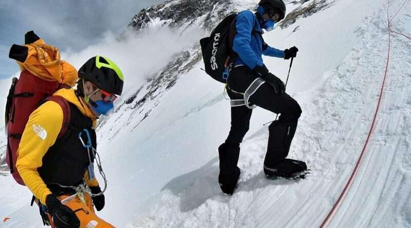 килиан жорнет и давид гьотлер по склоновете на еверест