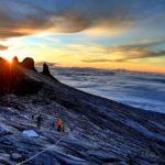 Евакуираха над 200 души от връх Кинабалу заради земетресение