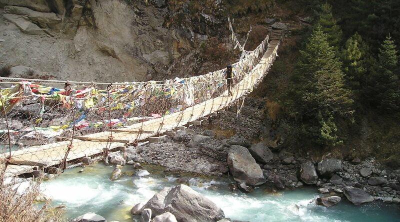 Мост в Хималаите, Непал