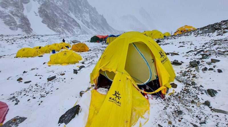 разкъсана палатка , к2, базов лагер